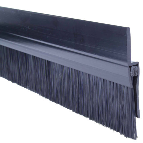 Sealing brushes with rubber lip